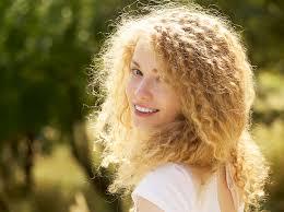 5 незаменимых средств для ухода за кудрявыми <b>волосами</b> ...