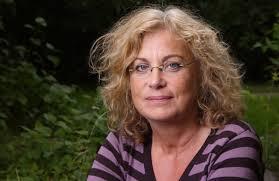 Elza Dunkels är lärarutbildare och forskare vid Umeå universitet. 2007 disputerade hon i pedagogiskt arbete med avhandlingen Bridging the Distance ... - 7339_dunkels_elza_070904_plm