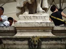 photos of voltaire statue on aile colbert at musee du louvre inscription on voltaire statue