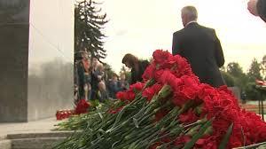 День памяти жертв блокады. На <b>Пискаревском и</b> ...