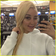 Amanda Bynes has been checked into a hospital for a 5150 hold after reportedly setting fire to a random citizen's driveway on Monday night (July 22) in ... - amanda-bynes-hospitalized-on-5150-hold