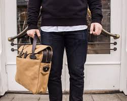 20 <b>laptop bags</b> that are stylish and professional