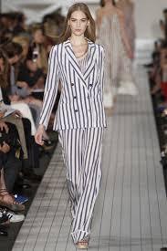 женский полосатый костюм фото | Модные стили, Модный показ ...