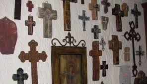 iron wall cross love: i absolutely loved the decor and would so love to live in a house like that but at the same time i absolutely do not want to own a home right now
