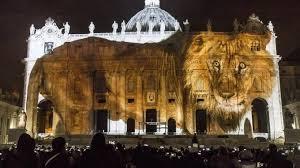 Risultati immagini per fiat lux giubileo 2015 basilica san pietro
