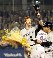 「2010年 - マット・マートン(阪神タイガース)がイチローの持つ日本プロ野球シーズン最多安打記録(210本)を更新」の画像検索結果