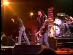 The <b>Ramones</b> - Blitzkrieg Bop (<b>Live</b>) - YouTube