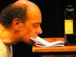 """Paolo Nani, artista italo-danese, lo definisce """"semplice"""". Ma La lettera, lo spettacolo da lui ideato e interpretato, in realtà racchiude un'idea geniale: ... - 52042"""