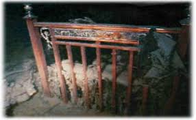 Les fantômes du Titanic - The ghosts of the Abyss Images?q=tbn:ANd9GcS0C3eDniWvgT_Dd-9cONqPvJ94pexqsHtfYB9c_4MID5P7WSE_