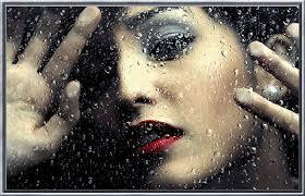 Resultado de imagem para mulher triste olhando a chuva