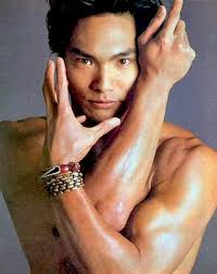 Jason Scott Lee. I used to be in acting class with Jason. He sure looks like Bruce Lee ... - jasonscottlee