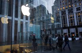 apple ceo tim cook s dangerous game wsj