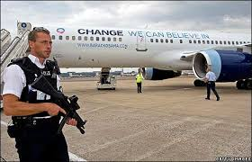 Fake right wing meme alert: that WAS a cop guarding Obama's plane ... via Relatably.com