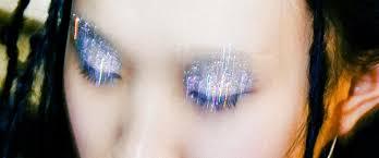Как наносить на глаза <b>глиттер</b> и блестящие тени, чтобы они не ...