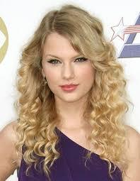 Taylor Swift tiene solo 23 años, y quizás por ello sus mejores fotos sean aquellas en las que aparece posando dulce y tierna como la que vemos aquí arriba. - d33b7__Taylor-Swift-Best-Pictures-6-480x619