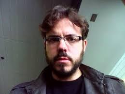 Esta no será una entrevista al uso sobre los puntos de vista de Vicente Luis Mora acerca de [inserte aquí el tema que usted prefiera]. - vicenteluismora-300x225