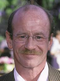 Michael Jeter was born in Lawrenceburg, Tennessee. His mother, Virginia (née Raines), was a housewife. His father, William Claud Jeter (March 10, ... - michael-jeter-0