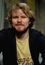 Karl Seldahl. Sedan avslutad regiutbildning på Dramatiska Institutet, 2003-2006, har Karl frilansat som regissör och varit anställd på ett flertal region-, ... - Kalle_180x257