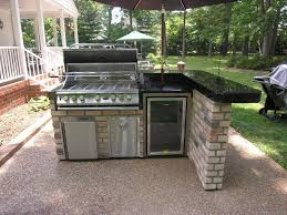 patio outdoor stone kitchen bar: simple and beautiful brick and black marble outdoor kitchen