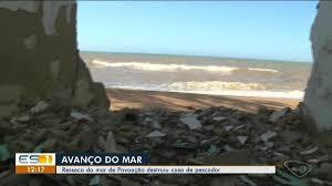 Pescador tem casa destruída por mar em Povoação, Linhares