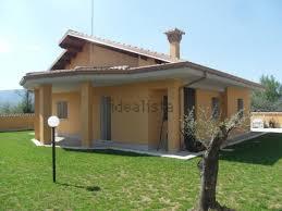 Illuminazione Ingresso Villa : Immobili illuminazione portico legno mitula case