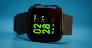 <b>Fitbit Versa</b> review: A lower-cost Apple Watch alternative - CNET