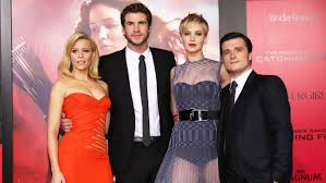 hunger games catching fire cast on red carpet my herald magazine elizabeth banks liam hemsworth jennifer lawrence josh hutcherson