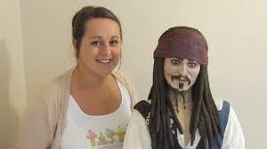 Johnny Depp cake: Woman bakes giant <b>Jack Sparrow</b> - BBC News