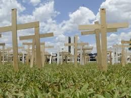 Resultado de imagem para cruzes em protesto