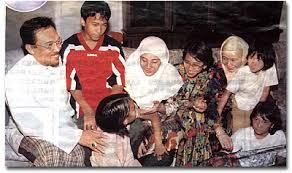 Image result for nurul izzah anwar semasa kecil