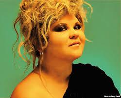 Linda Valori, precedentemente conosciuta artisticamente come Linda (San Benedetto del Tronto, 3 settembre 1978), è una cantante ... - lindavalori_1
