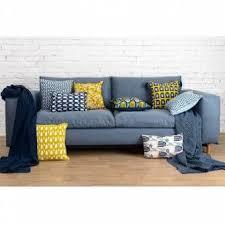 <b>Чехол для подушки темно-синего</b> цвета с графичным принтом ...