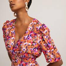 <b>Платье</b> короткое расклешенное с <b>цветочным</b> принтом рисунок ...