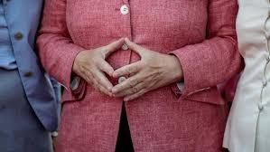 Bildergebnis für Hände von Macron
