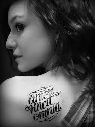 Afbeeldingsresultaat voor amor vincit omnia tattoo rug