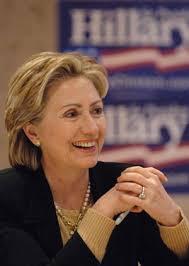 A legião de fãs e admiradores, que a ex-primeira dama amaerica, Hillary Clinton possui é enorme, alguns inclusive, consideram-na, a substituta de Lady Di. - hillary-clinton2-712092