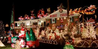 15 incredible houses decorated for christmas whoville house guff advertisement small office building designs amazing christmas decorating ideas office 1