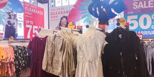 Old Navy and H&M compared: Which is a better store? - Business ...
