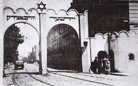 「1943年 - 第二次世界大戦: クラクフ・ゲットーの全住民が強制収容所へ移送もしくは殺害され、ゲットーが解体。」の画像検索結果