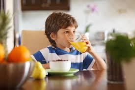 نتيجة بحث الصور عن طفل يأكل التمر