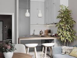 На данном изображении может находиться: стол и в помещении ...