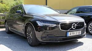 <b>Volvo V90</b> Facelift Makes Surprising Spy Photo Debut