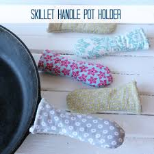 <b>Pot</b> Holder for a Skillet <b>Handle</b>