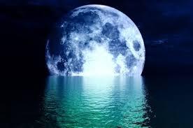 Resultado de imagen de moon on shoulders