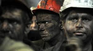 <b>Шахтеры Донбасса</b> отказываются спускаться в шахту из-за ...