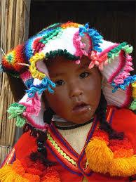 Fillette <b>des Iles</b> Uros. Pérou > Lac Titicaca > Uros > Enfants - pt20801