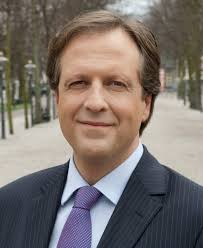 The 55-year old son of father (?) and mother(?) Alexander Pechtold in 2021 photo. Alexander Pechtold earned a  million dollar salary - leaving the net worth at 1,1 million in 2021