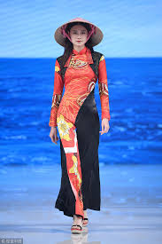 <b>Chinese style</b> delights <b>China</b> S/S <b>Fashion</b> Week - Chinadaily.com.cn