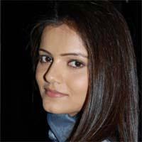 Rubina Dilaik - Radhika Purohit. Radhika este adevarata fiica lui Tarashankar. Mai are o sora geamana Imarti pe care tatal sau a pastrat-o in timp ce pe ... - radhika