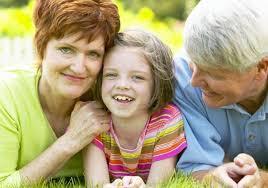 Risultati immagini per genitori anziani e figli giovani